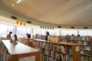 真備図書館 館内